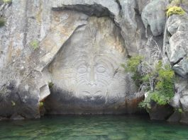 Māori rock carvings
